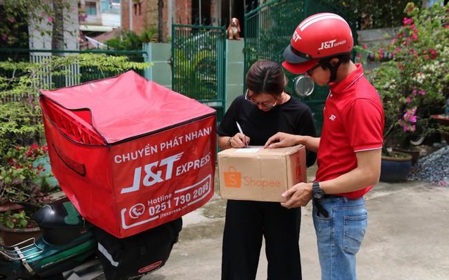 """""""Bùng nổ"""" dịch vụ chuyển phát nhanh trên thị trường thương mại điện tử tại Việt Nam"""