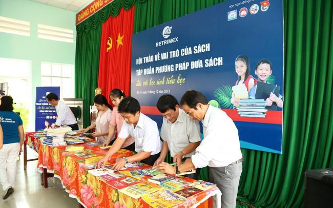 Betrimex mang hàng ngàn đầu sách hay đến tay học sinh tiểu học tỉnh Bến Tre