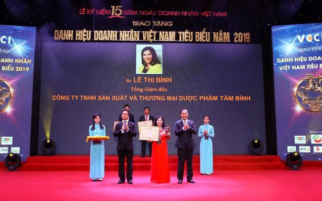 TGĐ Dược phẩm Tâm Bình được vinh danh Doanh nhân Việt Nam tiêu biểu 2019