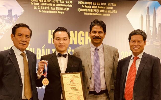 Ông Nguyễn Vũ Cao – CEO Van Khang Phát nhận giải thưởng Doanh nhân tâm tàiASEAN 2019