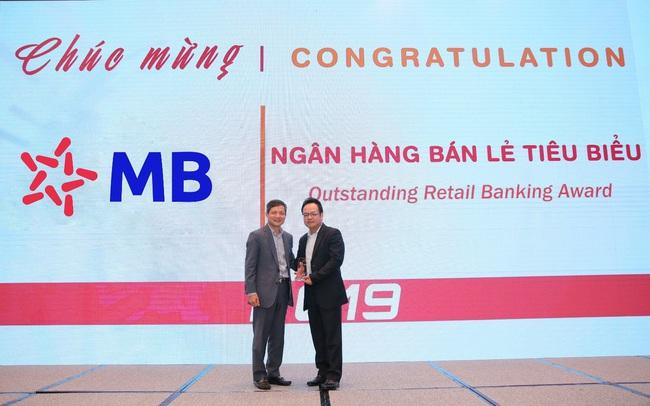 """MB nhận giải """"ngân hàng bán lẻ tiêu biểu"""" và """"ngân hàng đồng hành cùng doanh nghiệp nhỏ và vừa"""""""