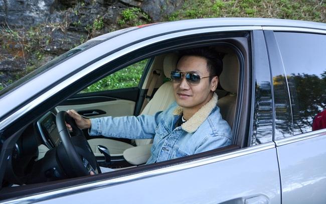 Mạnh Trường, Bảo Thanh thể hiện trình độ lái xe chẳng kém ai trên cung đường lắt léo đến Hà Giang