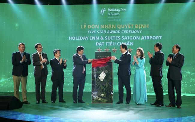 Khách sạn Holiday Inn ® and Suites đầu tiên tại Việt Nam đạt chứng nhận khách sạn 5 sao