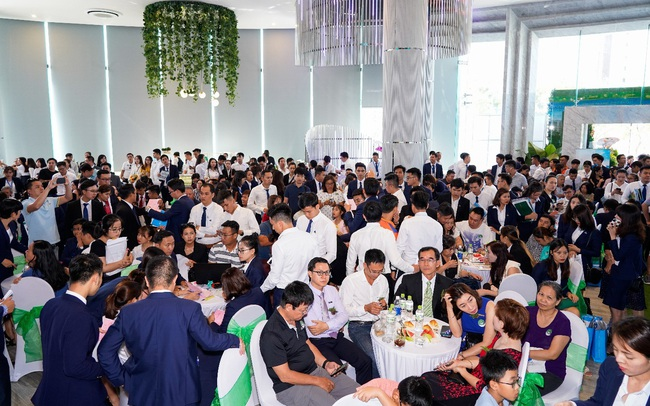 """Eco Green Saigon """"bùng nổ"""" giao dịch ngày ra mắt tòa căn hộ thứ 4"""