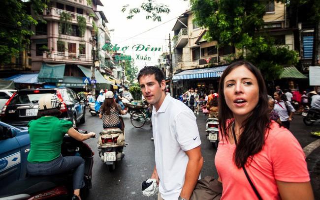 """New York Times: Mảnh giấy """"Hướng dẫn sang đường"""" và trải nghiệm giao thông kinh hoàng của khách quốc tế ở Việt Nam"""