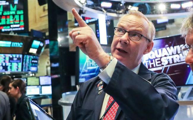 """Dow Jones tăng gần 150 điểm, đà tăng của Boeing tiếp tục """"chững"""" sau một loạt tin dữ"""