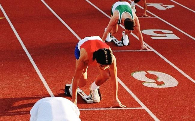 Đừng e sợ khi thấy nhiều người khác tiến quá nhanh: Chọn đúng lối đi của mình, bạn có thể xuất phát chậm hơn nhưng chắc chắn sẽ tiến xa hơn