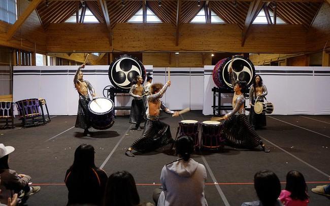 """Có gì ở ngôi làng Nhật Bản nơi tỉ lệ chọi còn """"khó nhằn"""" hơn cả ĐH Harvard: Rèn luyện khắc khổ như samurai, tất cả để giữ hồn cho tiếng trống thiêng liêng này!"""