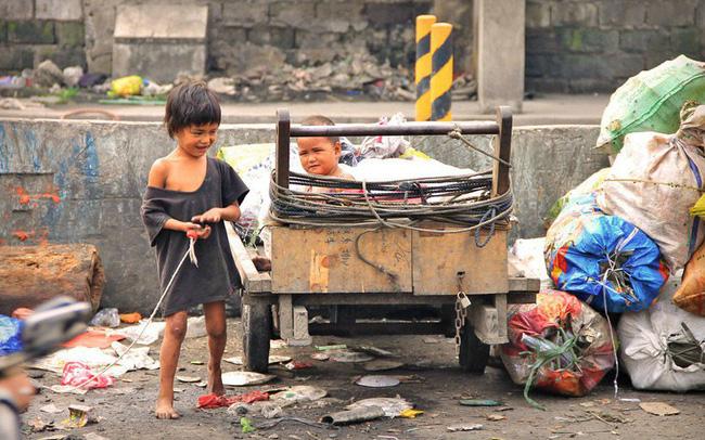 """Kinh tế tăng trưởng ổn định, hàng loạt hộ nghèo của Philippines được """"cứu cánh"""""""