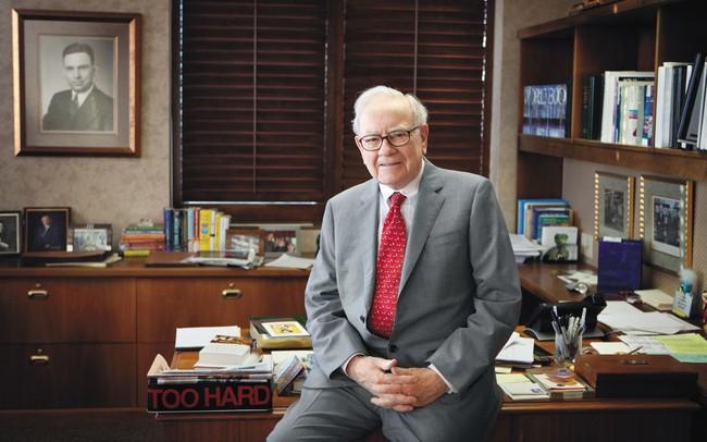 """Tỷ phú Warren Buffett: Tuổi trẻ mà thờ ơ với điều này thì chẳng khác gì """"bỏ mặc chiếc xe đẹp bên ngoài mưa bão"""", không thay đổi thì đời bạn sớm trở nên vô dụng"""