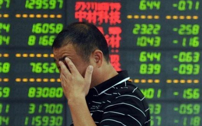 """Thị trường chứng khoán tốt nhất thế giới """"đỏ lửa"""" khi chính quyền Bắc Kinh không tung thêm gói kích thích kinh tế"""