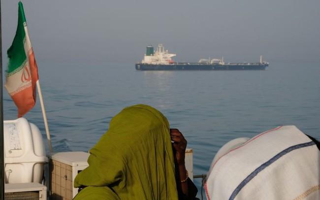 Iran dọa chặn huyết mạch dầu mỏ, giá dầu có nguy cơ phi mã?