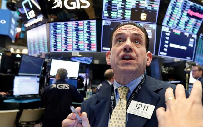 Chứng khoán Mỹ đồng loạt đi xuống do kết quả kinh doanh tiêu cực của nhiều công ty lớn, S&P 500 để mất mốc cao kỷ lục