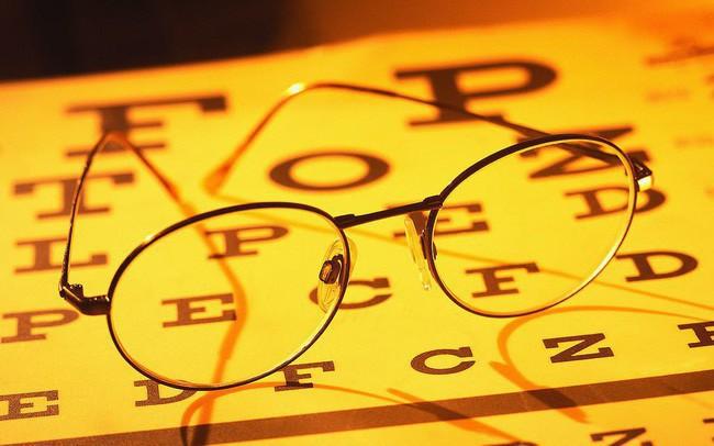 Từ trường hợp người đàn ông bị đột quỵ mắt, bác sĩ chỉ ra dấu hiệu đột quỵ mắt cần chú ý