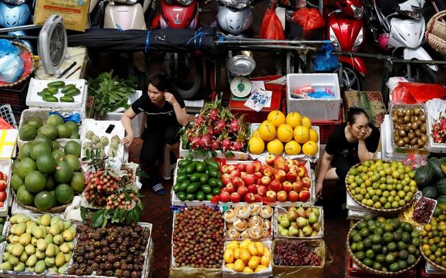Cuộc chiến giữa siêu thị và chợ truyền thống tại Việt Nam khốc liệt hơn khi mạng xã hội góp mặt