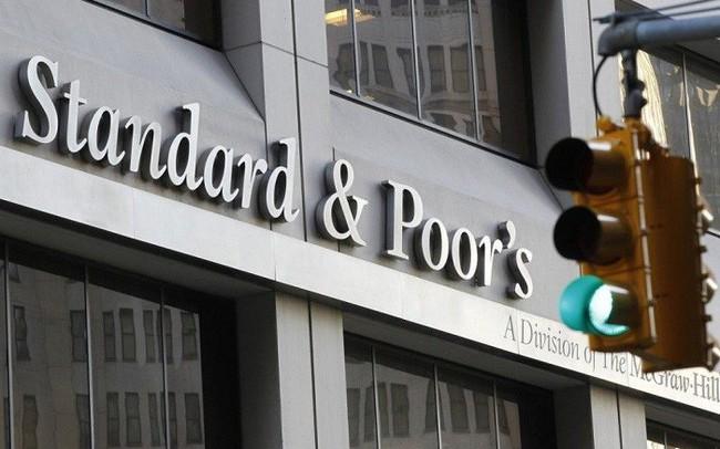 Tại sao S&P nâng hạng tín nhiệm quốc gia Việt Nam lần đầu tiên sau 9 năm và hiệu ứng kinh tế sẽ là gì?