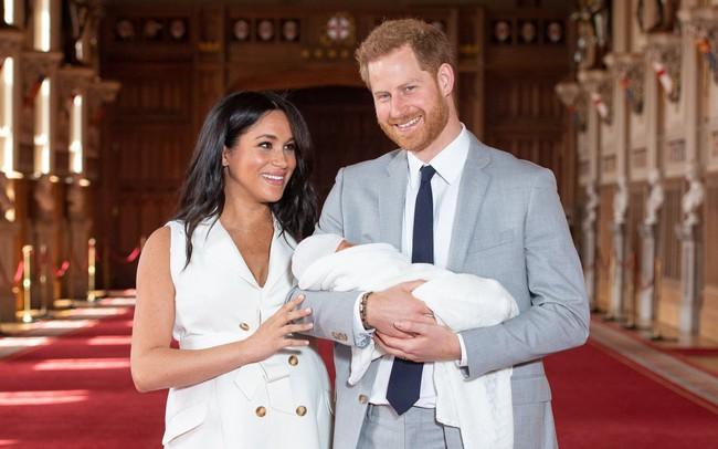 """Nổi tiếng là chi tiêu mạnh tay, Meghan vẫn khiến nhiều người """"choáng váng"""" khi biết chi phí chào đời """"khủng"""" của hoàng tử bé"""