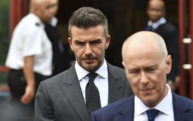 """Dùng điện thoại khi lái xe, David Beckham phải chịu """"quả đắng"""" thế này đây"""