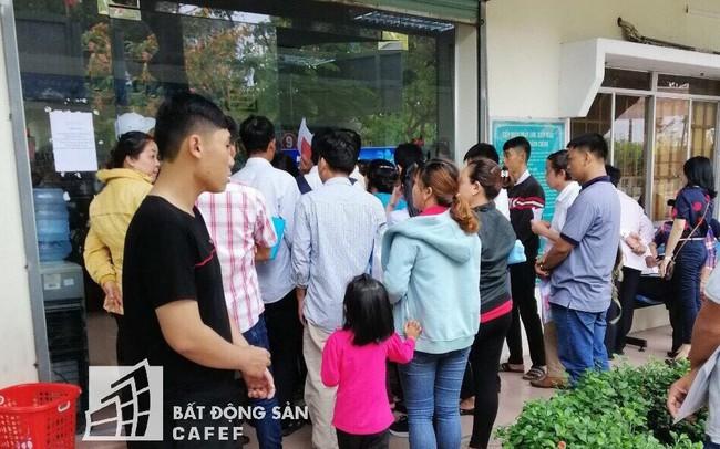 Ảnh: Giao dịch chuyển nhượng nhà đất tấp nập ở phòng công chứng tại Nhơn Trạch