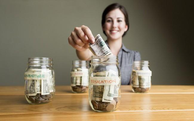 Mới 25 tuổi, vợ chồng tôi đã tiết kiệm hơn 100.000 USD chỉ với mức lương trung bình: Bí quyết làm giàu đến từ những hành động đơn giản nhất!