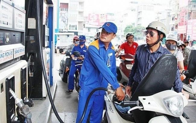 Ngày mai, giá xăng trong nước có hạ nhiệt theo đà giảm của thế giới?