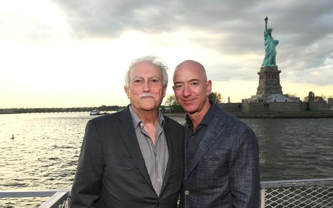 Mike Bezos - Từ cậu bé 16 tuổi một mình từ Cuba nhập cư vào Mỹ đến cha của người đàn ông giàu nhất thế giới - ảnh 1