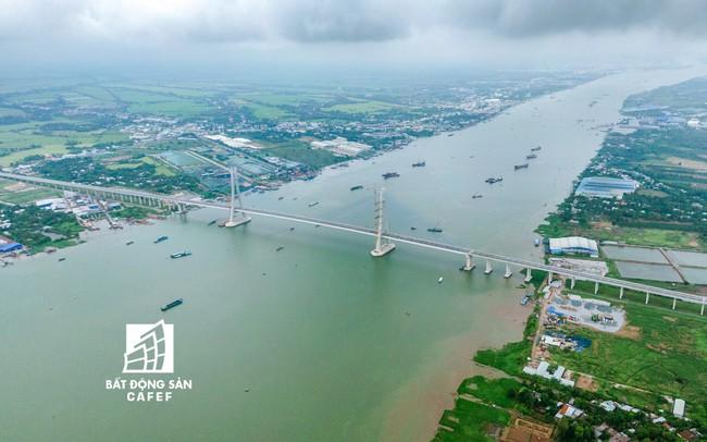 Toàn cảnh cây cầu dây văng dài nhất Vùng Đồng bằng Sông Cửu Long 5.700 tỷ đồng sẽ được thông xe ngày 19/5 - ảnh 1