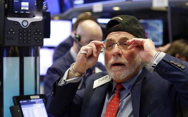 Dow Jones mất hơn 150 điểm sau khi Fed tuyên bố sẽ không cắt giảm mức lãi suất chuẩn