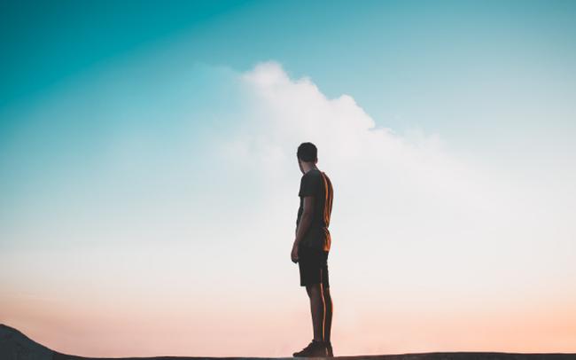 Cuộc đời dạy ta đủ thứ, nhưng có một kỹ năng quan trọng và đặc biệt khó khăn không phải ai cũng lĩnh hội được: Vượt qua nỗi cô đơn của bản thân