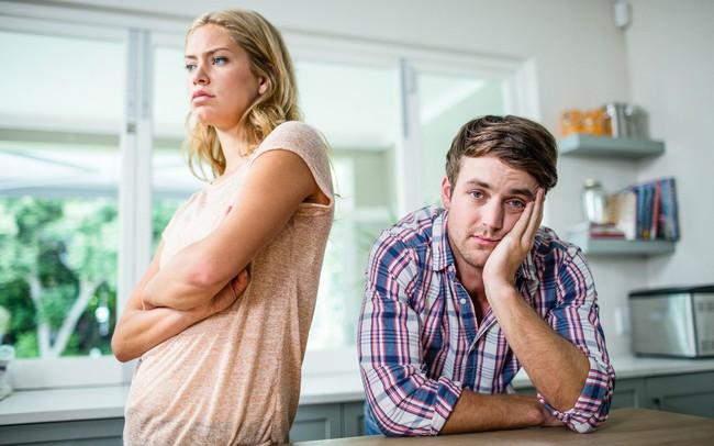 """8 sai lầm cố hữu vợ chồng nào cũng mắc phải khiến """"cơm không lành, canh chẳng ngọt"""": Đừng biến hôn nhân thành """"nấm mồ"""" của tình yêu"""