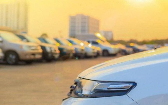 Loạt đồ vật không nên để trong ô tô những ngày nắng nóng, tránh tiền mất tật mang