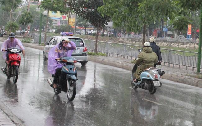 Miền Bắc tiếp tục mưa dông diện rộng