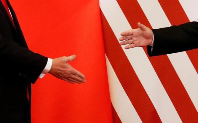 Chứng khoán Trung Quốc đỏ lửa, hợp đồng tương lai chỉ số Dow Jones mất hơn 500 điểm vì dòng tweet của ông Trump
