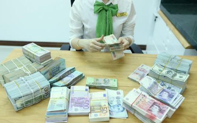 Tỷ giá lại tăng mạnh, giá bán USD ở Vietcombank vọt lên 23.450 đồng
