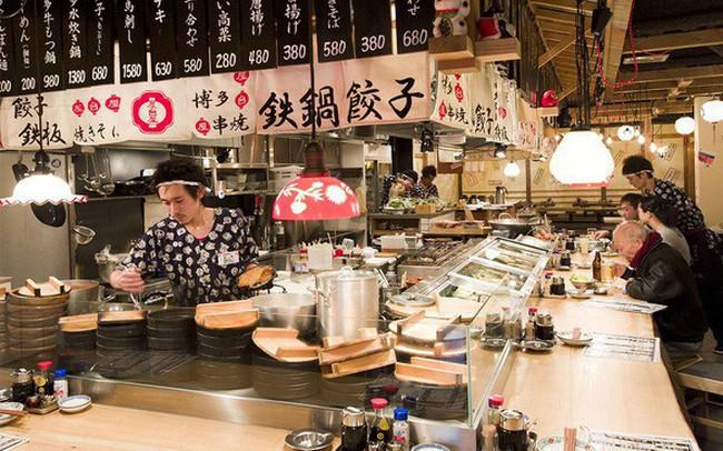 Học chơi cờ vây để lôi kéo khách hàng - Chiêu marketing tưởng đơn giản đã giúp một quán ăn Nhật tại Hà Nội thành công vang dội, ai làm trong ngành F&B cũng không nên bỏ qua