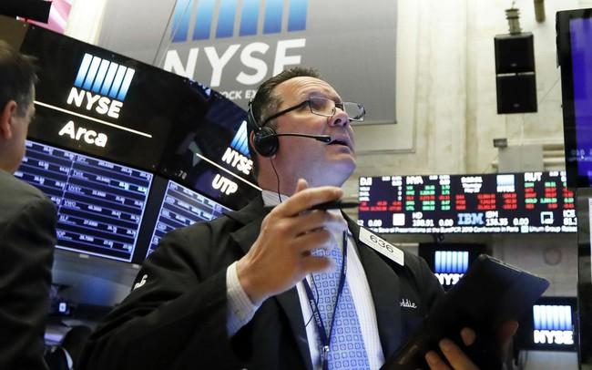 Chứng khoán Mỹ diễn biến tiêu cực, Dow Jones để mất đà tăng 6 phiên liên tiếp