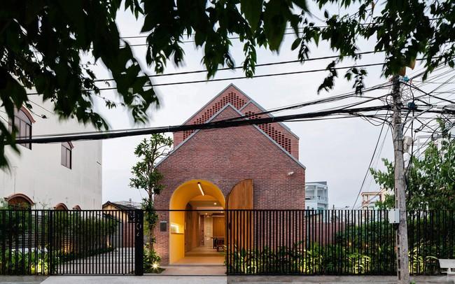 [Ảnh] Ngôi nhà gạch có thiết kế độc lạ, tuyệt đẹp ở Trà Vinh - ảnh 1