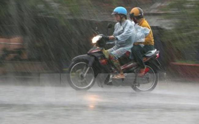 Nắng nóng chấm dứt, Hà Nội đón mưa dông