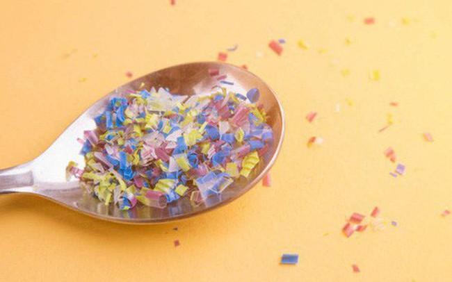 """Lượng nhựa bạn """"ăn"""" vào cơ thể mỗi năm là một con số ai nghe cũng phải giật mình"""
