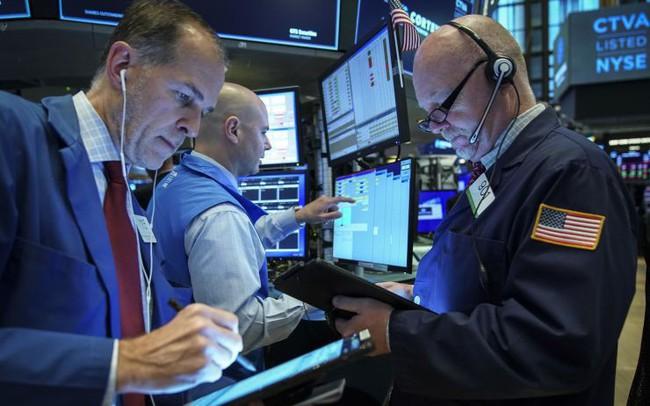 Cổ phiếu công nghệ lao dốc, Phố Wall quay đầu giảm điểm