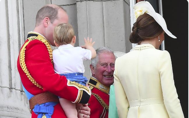 Không phải mẹ Kate hay bố William, Hoàng tử Louis chỉ dành tình cảm đặc biệt cho nhân vật này với khoảnh khắc ấm áp đến tan chảy trái tim