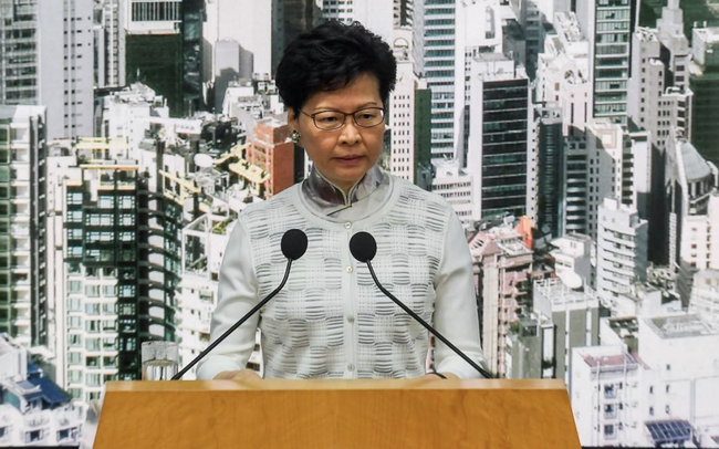 Trưởng đặc khu Hồng Kông quyết không từ chức dù hàng nghìn người phản đối - ảnh 1