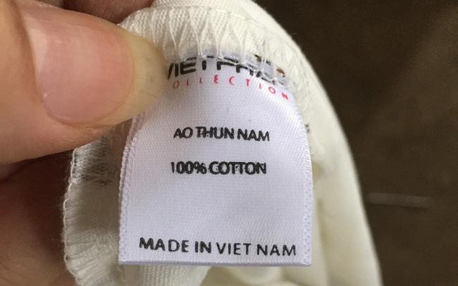 Thu giữ 600 chiếc áo phông nam do Trung Quốc sản xuất gắn nhãn mác Việt Nam