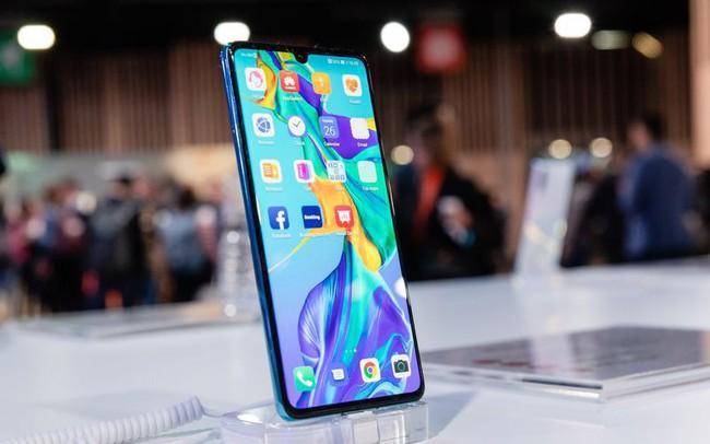 Huawei lao đao vì ông Trump: Lượng smartphone bán ra tại thị trường nước ngoài có thể sụt giảm tới 60% - ảnh 1