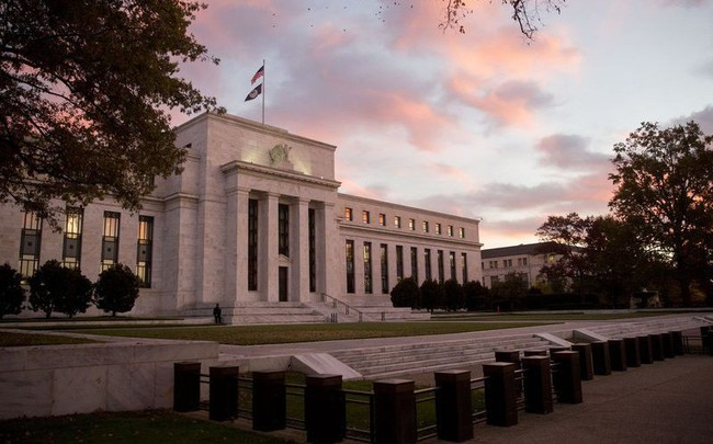 Fed mở đường cho động thái hạ lãi suất trong những tháng tới - ảnh 1