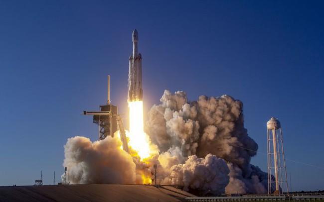 SpaceX phóng thành công sứ mệnh khó chưa từng có, 152 bộ tro cốt được mai táng không gian