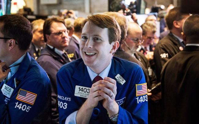 Được thúc đẩy bởi nhóm ngân hàng, Dow Jones trải qua tháng 6 thăng hoa nhất trong vòng 80 năm
