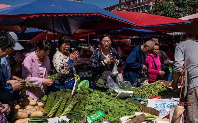 Hết kinh tế giảm tốc lại đến chiến tranh thương mại, Trung Quốc giờ còn phải đối phó với lạm phát: Thủ tướng Lý Khắc Cường cũng phải ngạc nhiên vì giá táo tăng quá cao