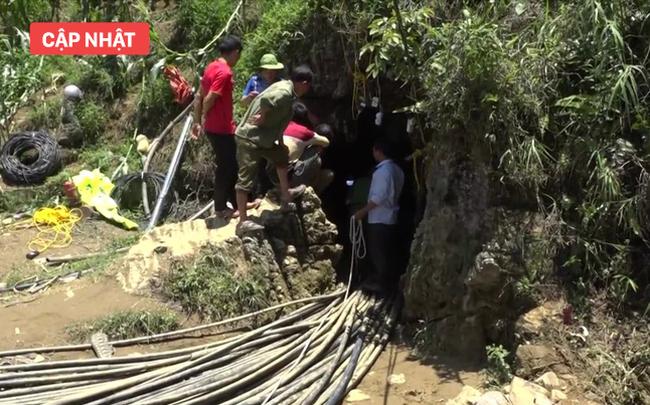 Đang giải cứu người đàn ông kẹt trong hang ở Si Ma Cai: Sớm nhất đêm nay có thể tiếp cận chỗ mắc kẹt