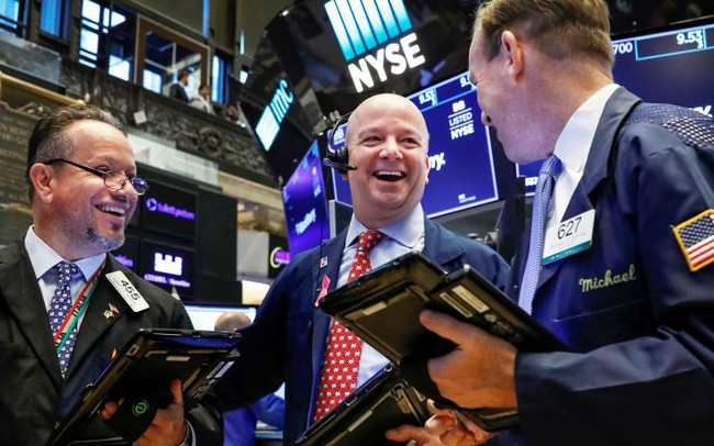 Dow Jones tăng gần 250 điểm, tiếp tục chạm mức kỷ lục mới